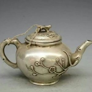 Ancient Teapots Left In The Royal Era